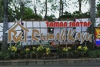 Taman Santap Rumah Kayu Ancol