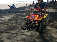 Bermain Mini ATV di Pantai Kuwaru