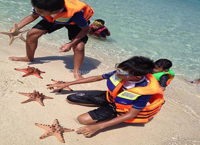 Belitung Family Trip #3 - Day 2 (Part 1) : Day Full of Beaches